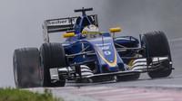 Marcus Ericsson při sobotní deštivé kvalifikaci v Maďarsku