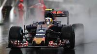 Carlos Sainz při deštivé kvalifikaci v Maďarsku