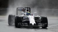 Felipe Massa při sobotní deštivé kvalifikaci v Maďarsku