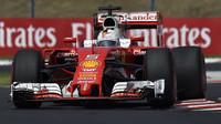 Sebastian Vettel v závodě v Maďarsku