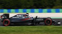 Jenson Button v závodě v Maďarsku