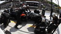 Fernando Alonso v závodě v Maďarsku