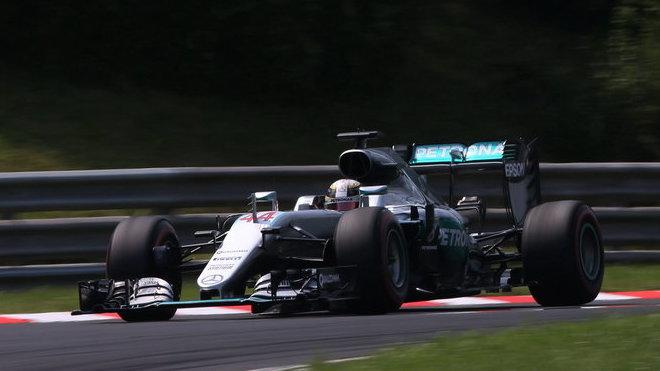 Minimálně 15 míst bude Hamilton v Belgii dohánět