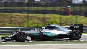 3. trénink opět pod taktovkou Mercedesů, Rosberg jen těsně na čele - anotační obrázek