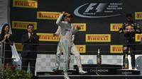 FOTO: Double Mercedesu a Ricciardovo druhé letošní pódium