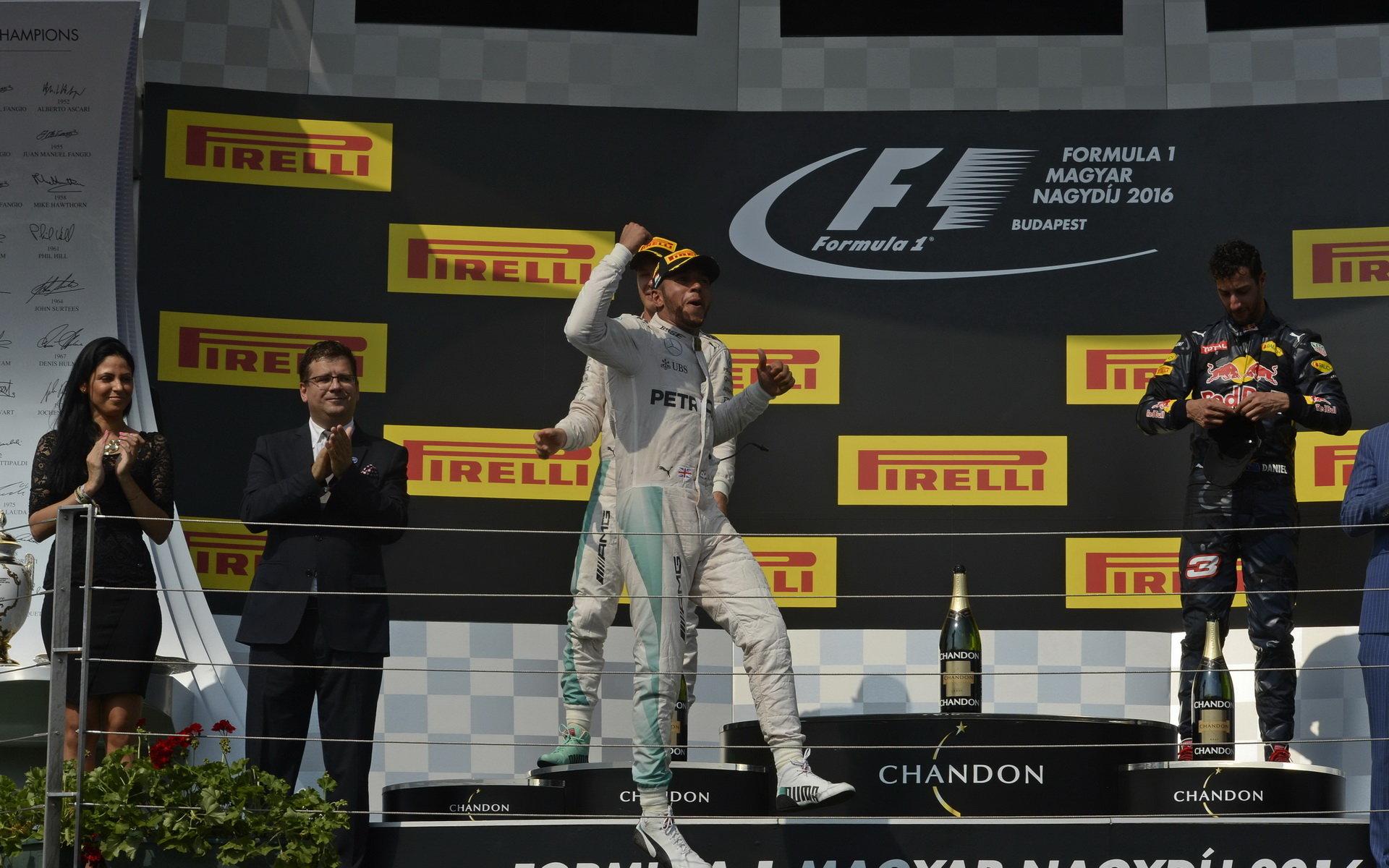 FOTO: Double Mercedesu a Ricciardovo druhé letošní pódium - anotační foto