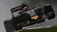 Carlos Sainz při sobotní deštivé kvalifikaci v Maďarsku