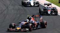 Carlos Sainz v závodě v Maďarsku