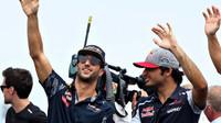 Daniel Ricciardo a Carlos Sainz před závodem v Maďarsku