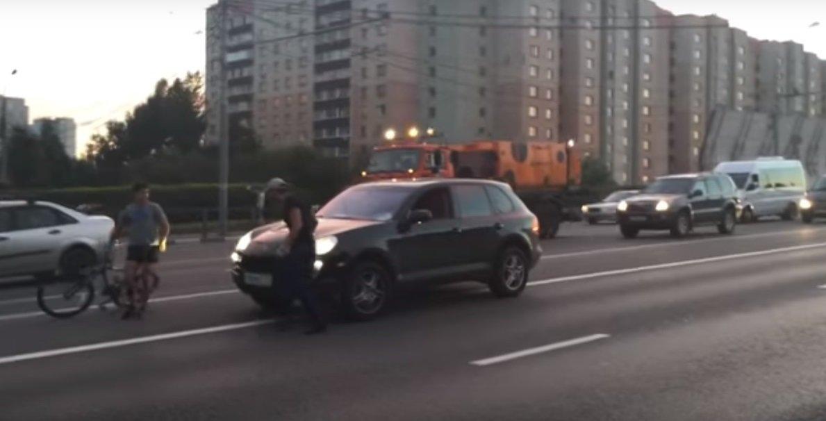 VIDEO: Hustí drsňáci v Porsche Cayenne dostali za vyučenou - anotační foto