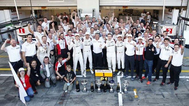 Porsche Team, radost po triumfu na Nürburgringu
