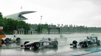 Němečtí piloti prohánějí po Hockenheimringu slavné vozy Mercedesu