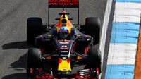 Daniel Ricciardo v pátečním tréninku v Německu
