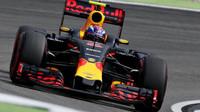 Verstappen nejrychlejší, odpoledne patří Red Bullu. Mercedes o sekundu pomalejší - anotační foto