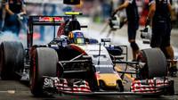 Sainz a Grosjean se posunou na roštu zpět, potrestán je i Hülkenberg - anotační foto