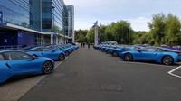 Flotila devatenácti BMW i8 čeká na své nové hvězdné řidiče.