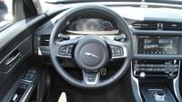 Víte, jak správně držet volant? Většina řidičů to porušuje - anotační obrázek