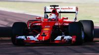 Sebastian Vettel při testu nových pneumatik ve Fioranu