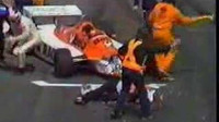 Patreseho motor selhal, mechanik šel pomoct... a takhle to dopadlo.