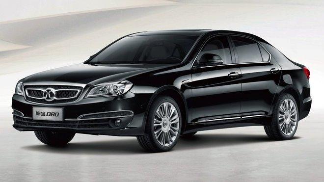 Čínská automobilka BAIC koupila platformu Mercedesu, na snímku sedan Senova D80.