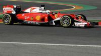 Sebastian Vettel při pátečním tréninku v Belgii