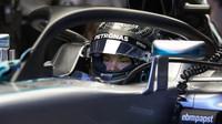 Nico Rosberg při pátečním tréninku s ochranou kokpitu typu halo v Belgii