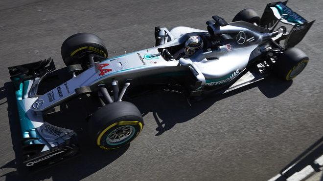 Lewis Hamilton ve 2. tréninku nejrychlejší