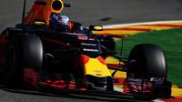 Daniel Ricciardo při pátečním tréninku v Belgii