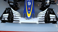 Přední křídlo vozu Sauber | Sauber C35 - Ferrari při pátečním tréninku v Belgii