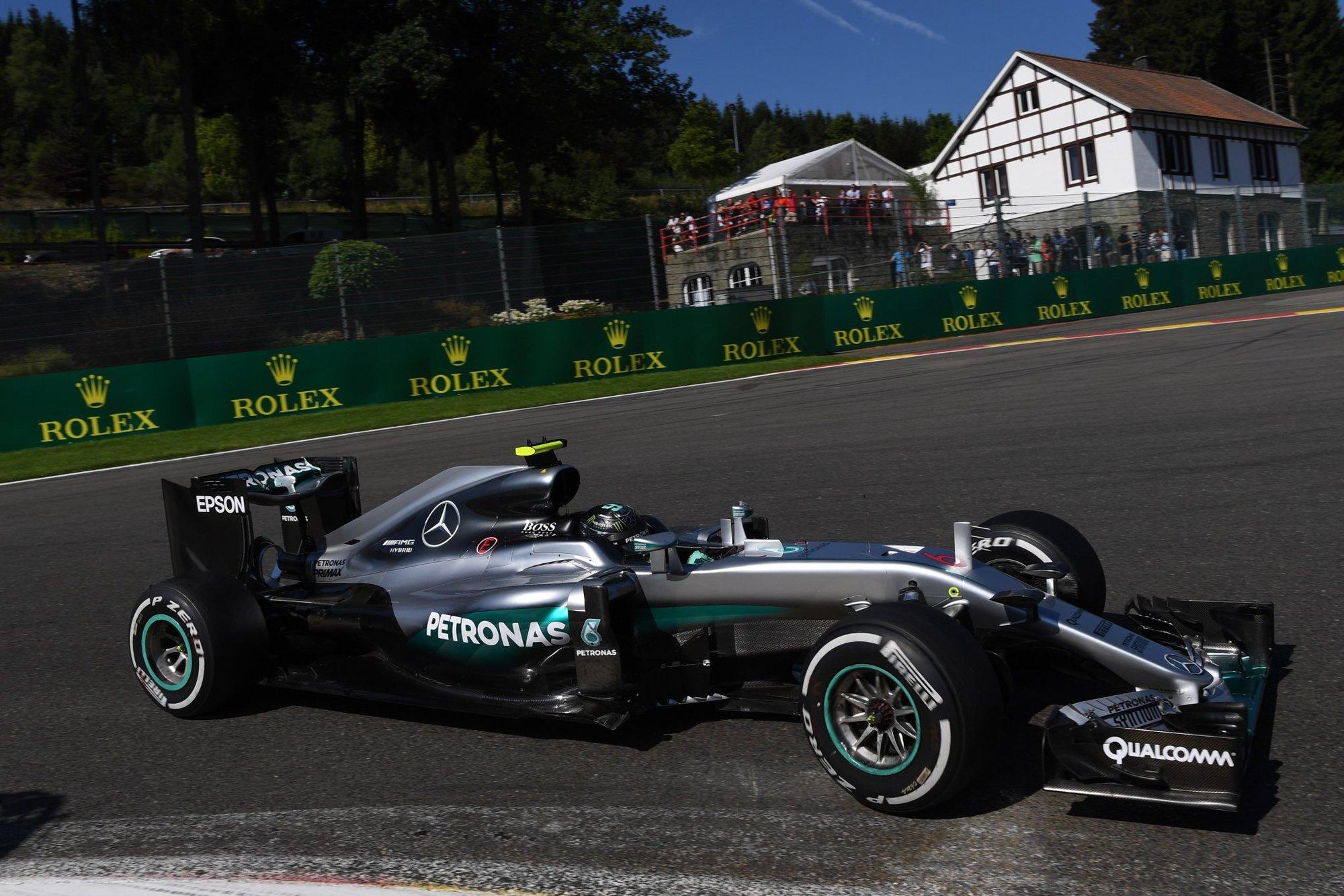 Rosberg je po přestávce ve formě, třetí za Mercedesy končí Räikkönen - anotační obrázek
