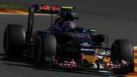 Carslo Sainz při pátečním tréninku v Belgii
