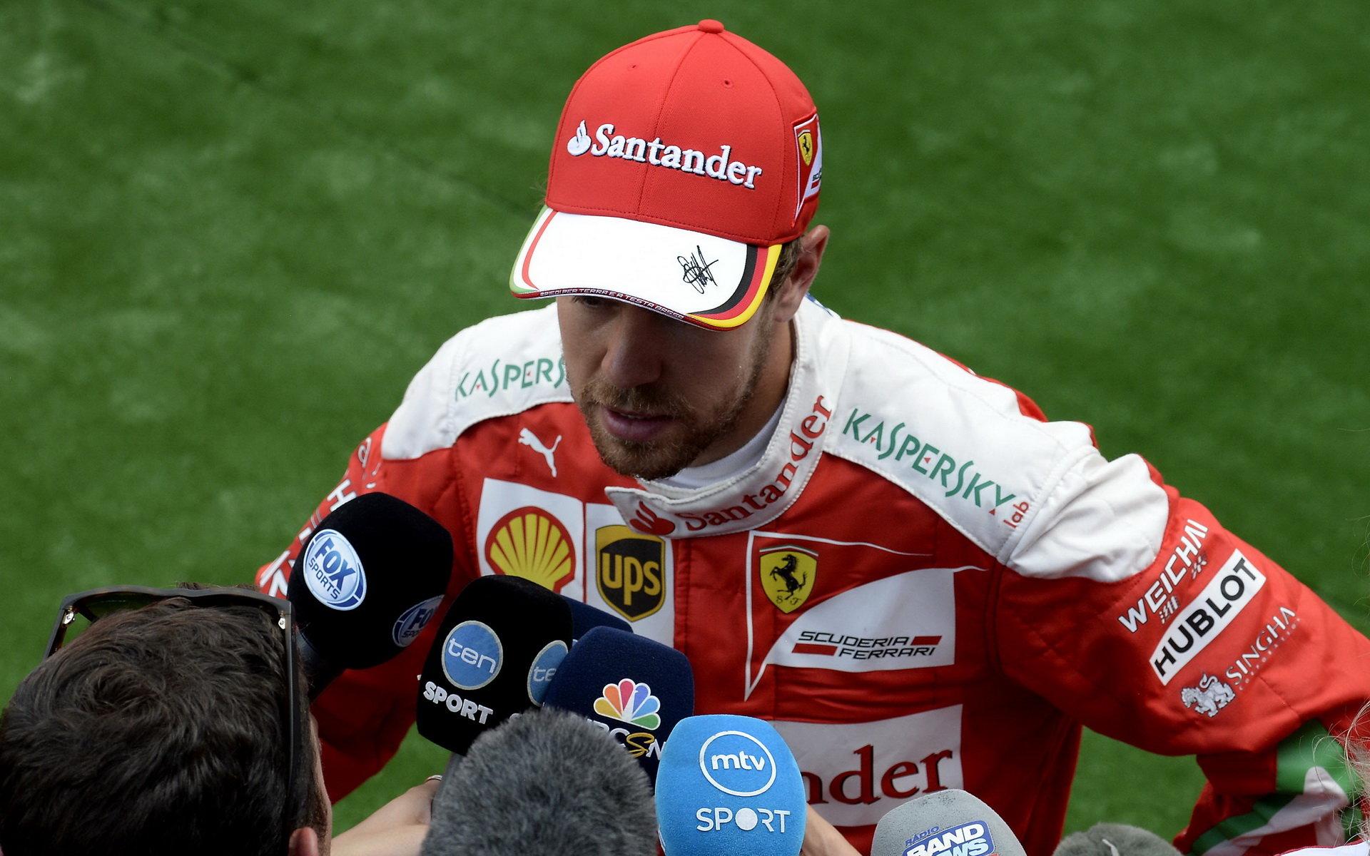 Vettel slibuje, že si s Verstappenem o Spa důkladně pohovoří - anotační obrázek