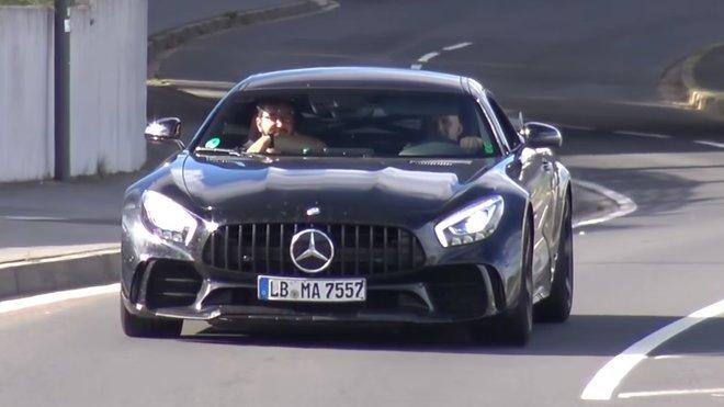 Černé divoké zvíře s logem Mercedesu se už testuje na Ringu - anotační foto