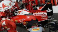 Sebastian Vettel při přerušení v závodě v Belgii