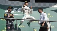 Radost Nica Rosberga na pódiu po závodě v Belgii