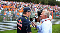 Max Verstappen v rozhovoru s Johnym Herbertem v závodě v Belgii