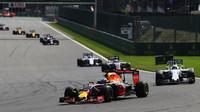 Daniel Ricciardo v závodě v Belgii
