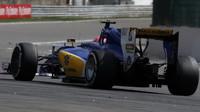 Felipe Nasr v závodě v Belgii