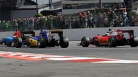 Felipe Nasr a Kimi Räikkönen v závodě v Belgii