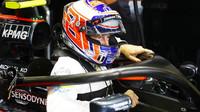 Jenson Button včera vyzkoušel ochranný oblouk - ale uvidíme jej s tímto zařízením ještě někdy v závodě?