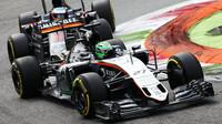 Nico Hülkenberg a Fernando Alonso v závodě na Monze