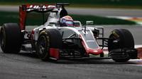 Romain Grosjean v závodě na Monze