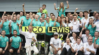 FOTO: Závod na Monze - síla Mercedesů, Vettel na pódiu a vášniví tifosi