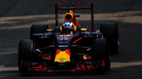 Daniel Ricciardo s otevřeným DRS v kvalifikaci na Monze