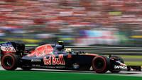 Carlos Sainz v závodě na Monze