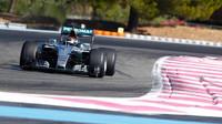Pascal Wehrlein s Mercedesem při testu širších pneumatik Pirelli pro sezónu 2017