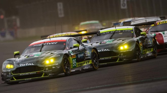 Aston Martin Vantage #95 posádky Nicki Thiim, Marco Sorensen vede startovní pole vozů LMGTE Pro