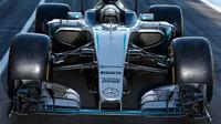 Mercedes při testu pneumatik pro sezónu 2017 v Paul Ricard