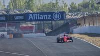 Ferrari při testu pneumatik Pirelli pro sezónu 2017 v Barceloně