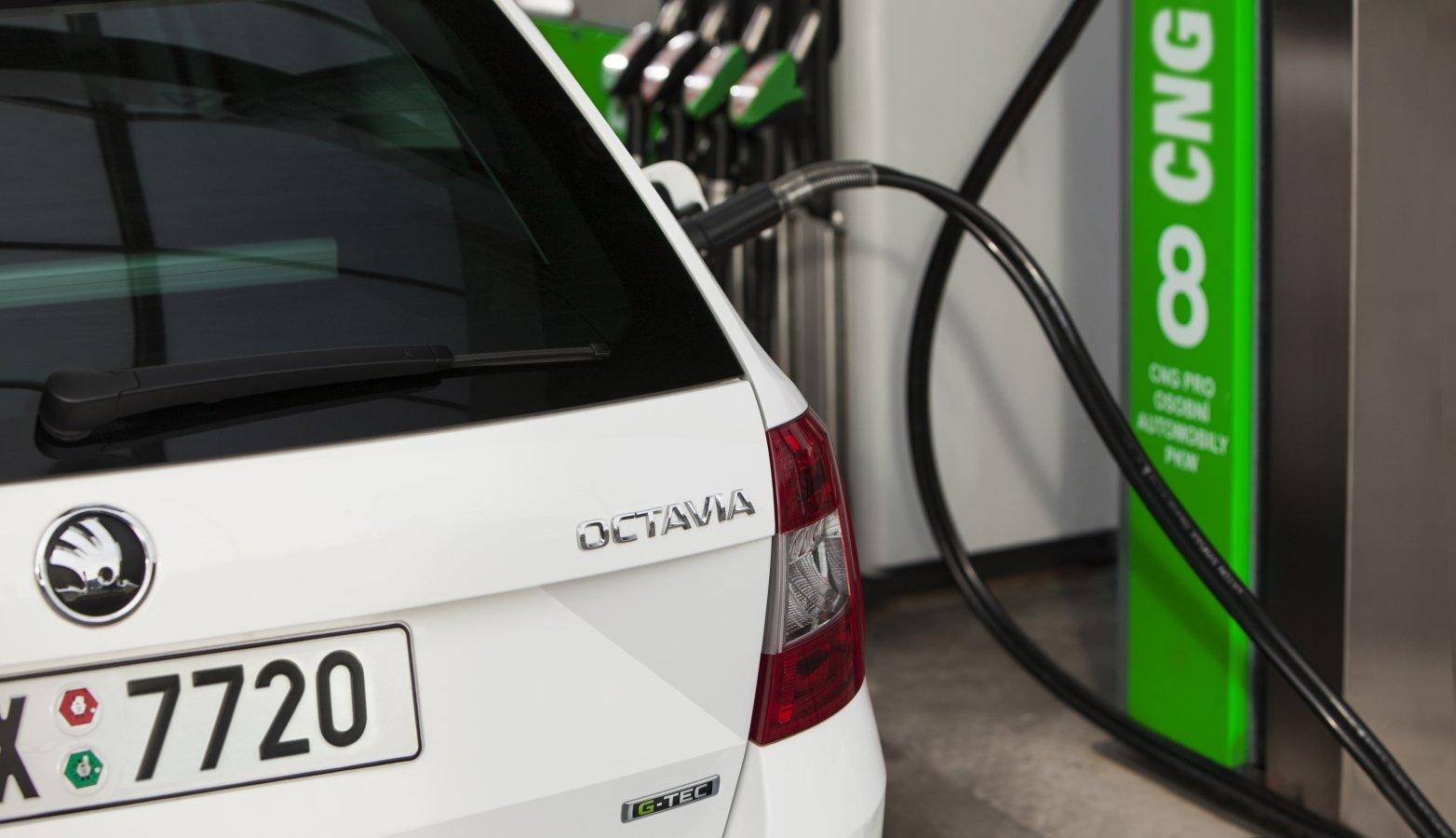 Stát začne dotovat ekologická auta, mezi nimi i ta na CNG.